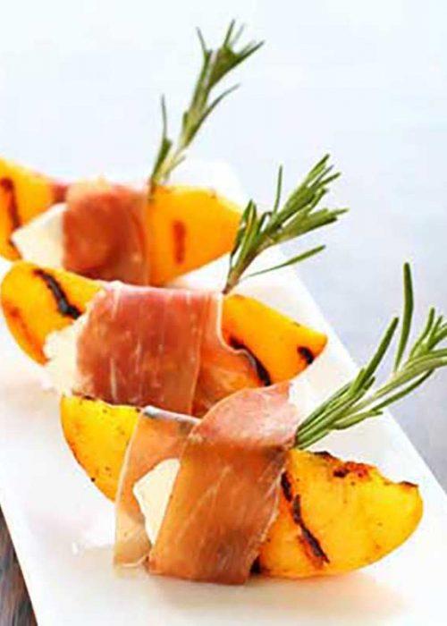 Pinchos de melocotón de Calanda asado y jamón ibérico