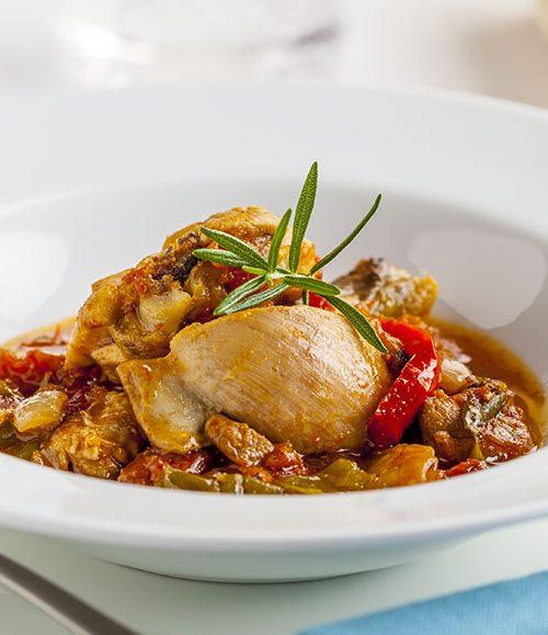 Receta de Pollo al chilindrón. Una receta tan clásica como deliciosa.