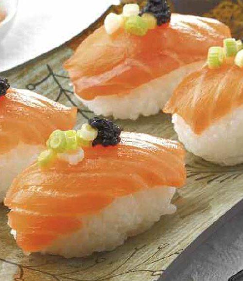 Sushi nigiri de salmón