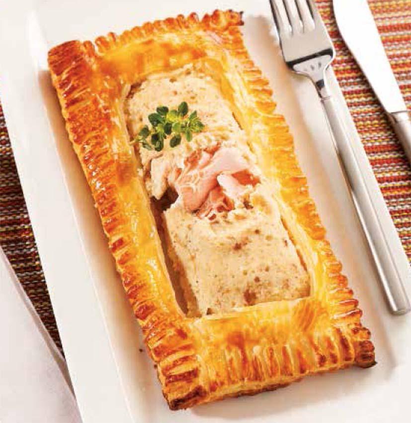 Hojaldre con salmón y salsa de almendras