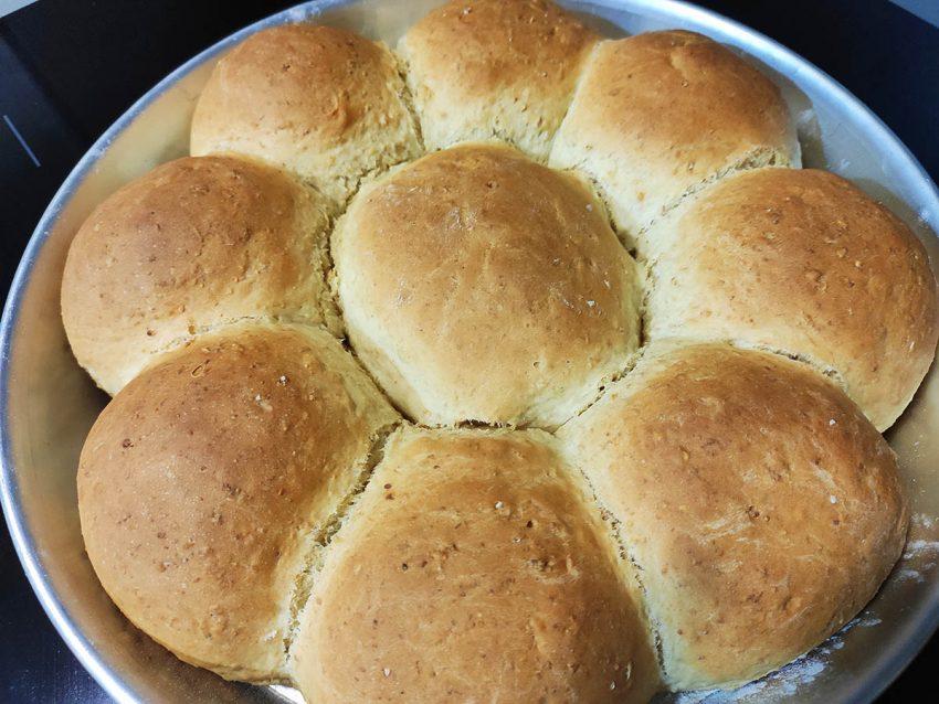 Pan enriquecido con avena, avellanas y mantequilla