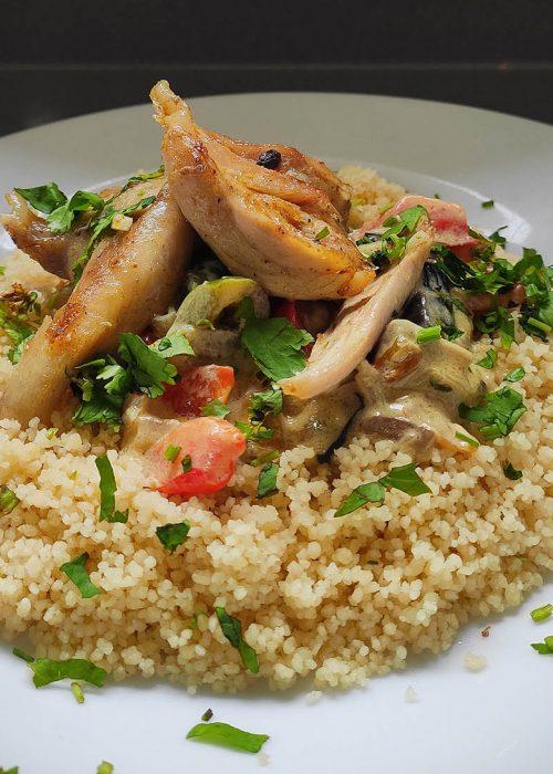 Cuscús de verduras, pollo y leche de coco