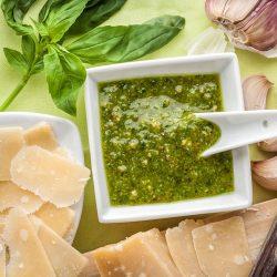Pesto clásico de piñones y parmesano